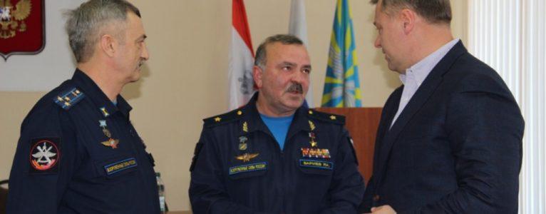 Игорь Бабушкин поздравил военных лётчиков Радика Бариева и Виктора Романова с Днём Героев Отечества