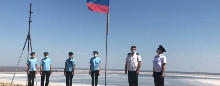 Водружение флага России на горе Богдо в преддверии Дня России