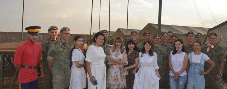 В ходе подготовки к учениям Кавказ-2020 перед военнослужащими выступили Ахтубинские артисты