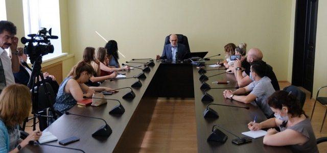 Министр образования рассказал, как начнётся новый учебный год для астраханских школьников