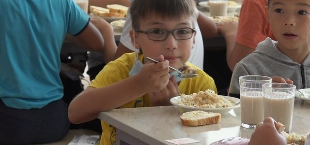 В Ахтубинском районе все младшеклассники обеспечены бесплатным горячим питанием