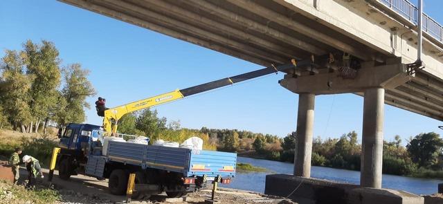 Подрядная организация приступила к очередному этапу ремонта автодорожного моста через реку Ахтуба