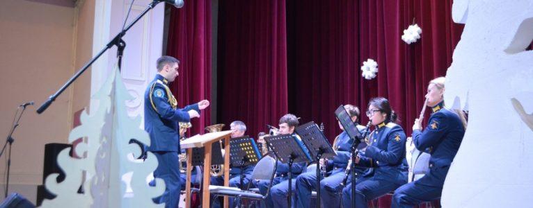 Ахтубинские артисты подготовили новогоднее поздравление для военнослужащих ГЛИЦ им. В.П.Чкалова