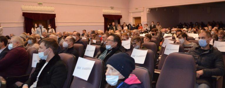 Без фанфар, но с аплодисментами. Губернатор Игорь Бабушкин встретился с жителями Ахтубинского района