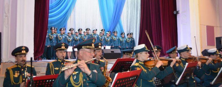 Ансамбль песни и пляски РВСН «Красная звезда» дал большой концерт на сцене ахтубинского Дома офицеров