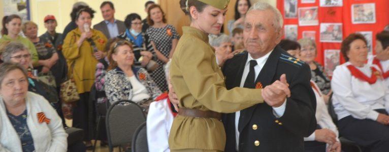 Ветераны кружились в вальсе на балу Победы