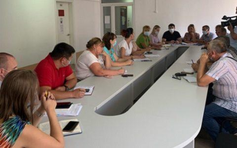 Дачники острова Петриков обратились в мэрию по вопросу работы паромной переправы
