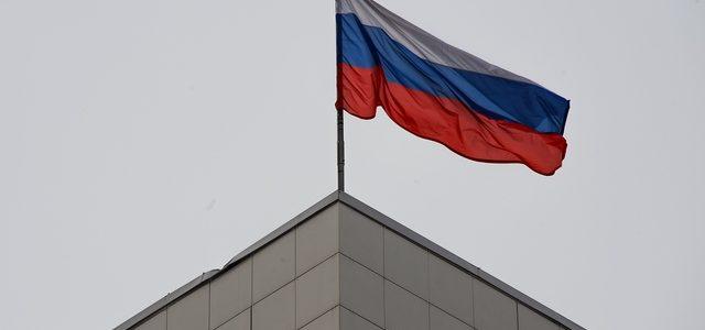 Традицию поднимать флаг России в школах начнут внедрять в новом учебном году