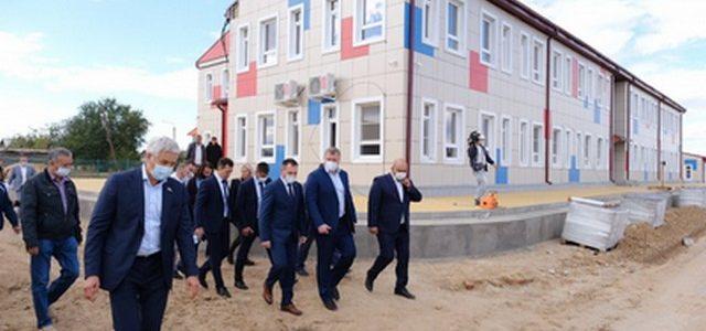Игорь Бабушкин осмотрел ход строительных работ на улице Андреева в Ахтубинске после сообщения в соцсетях